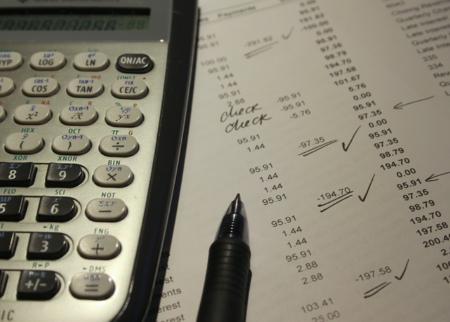 Durch Steuersoftware lässt sich der Zeitaufwand für die Steuererklärung mitunter erheblich senken. Trotzdem ist eine gewisse Einarbeitung nötig, um alles komplett bearbeiten zu können.