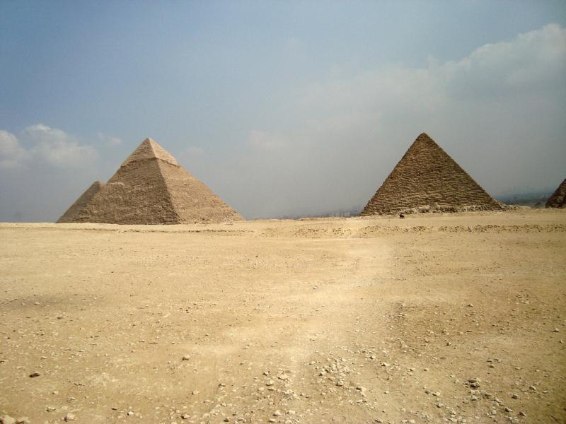 Abbildung 1: Die Pyramiden sind Bauwerke epischen Ausmaßes, die auf einer Ägypten-Reise eigentlich zum Pflichtprogramm gehören. Genau wie die Sphinx sollte sie jeder einmal gesehen haben.