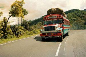 Ob mit dem Einheimischenbus oder mit einem Privatchauffeur - auf maßgeschneiderten Reisen kommen alle Reisetypen auf ihre Kosten. Foto: djd/mextrotter.com
