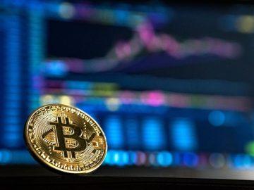 Gold, Bitcoins und Aktien – Welche Anlagestrategie bietet welche Vorteile